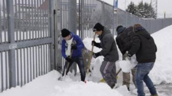 """L'Aquila, Accademia belle arti: studenti e """"pale di neve"""""""