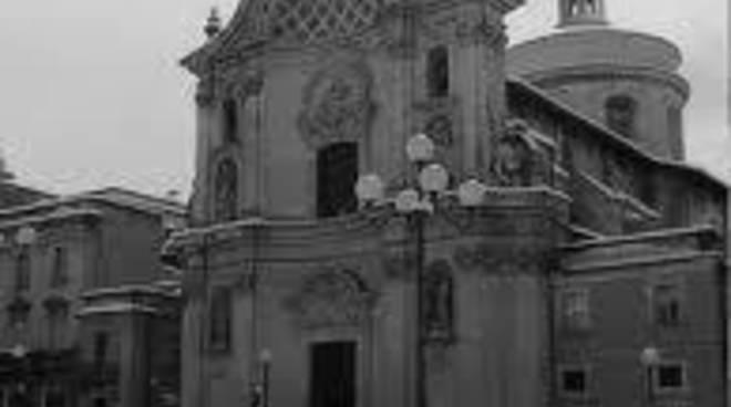 L'Aquila: dopo la neve, riaperte chiesa Anime Sante