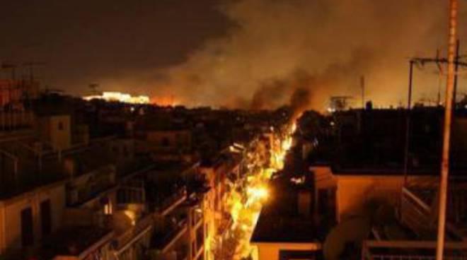 Ue, misure Grecia: austerità o bancarotta, Atene brucia