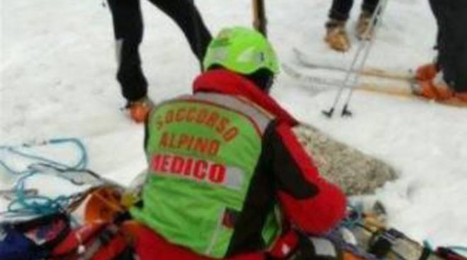 Gran Sasso, escursionista precipita in un canalone: è salvo