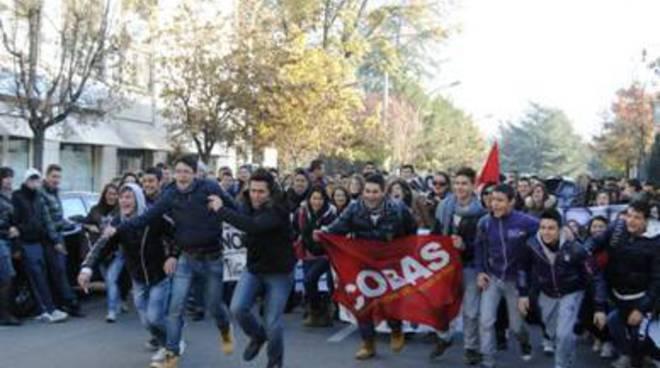 Cobas: sciopero contro la 'scuola-quiz'