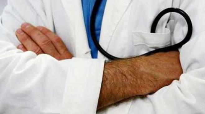 Finto medico denunciato