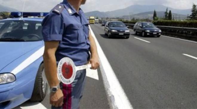Poliziotto investito durante posto di blocco