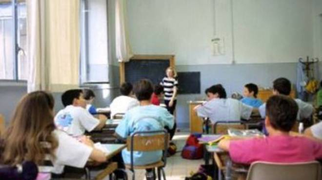 Scuola: 'illegittima reiterazione contratti  a termine'