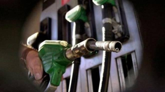 Carburanti: 'In Abruzzo costano meno'