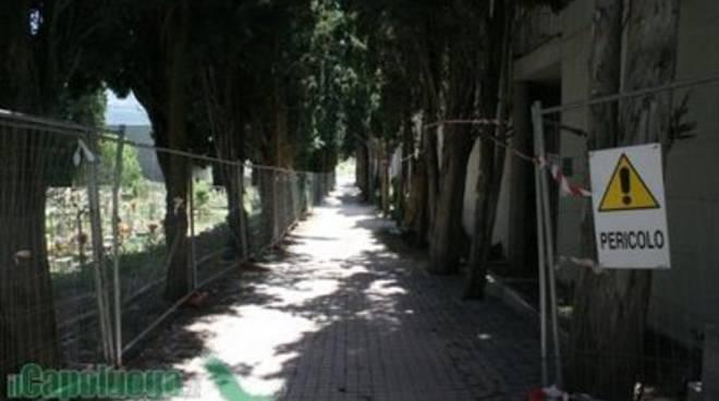 Cimitero: 'Chiodi, dove sono i fondi ricostruzione?'
