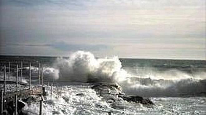 Pescara: si ribalta peschereccio, un morto