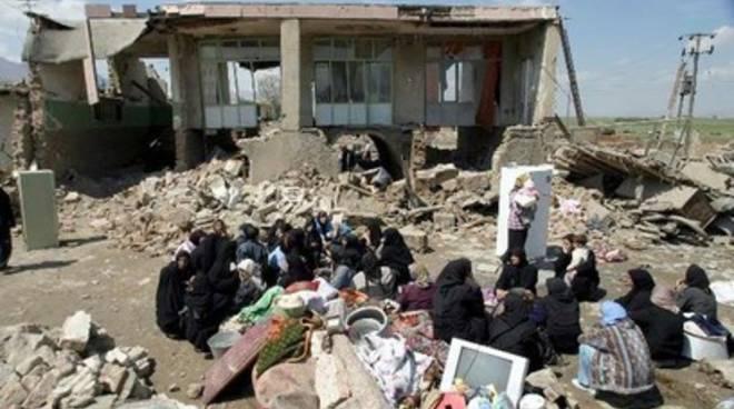 Terremoto 6.4 in Iran, 300 morti