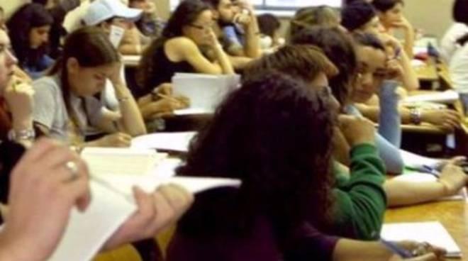 Udu, 'folle 55/80 per scienze formazione'