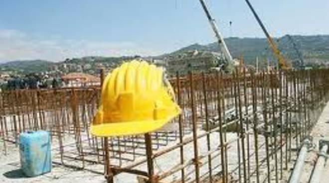 Settore costruzioni sollecita  legge edilizia