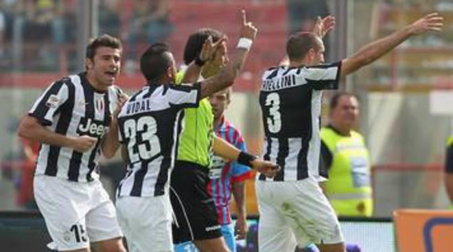 Assediare il Palazzo del calcio, non la Juve
