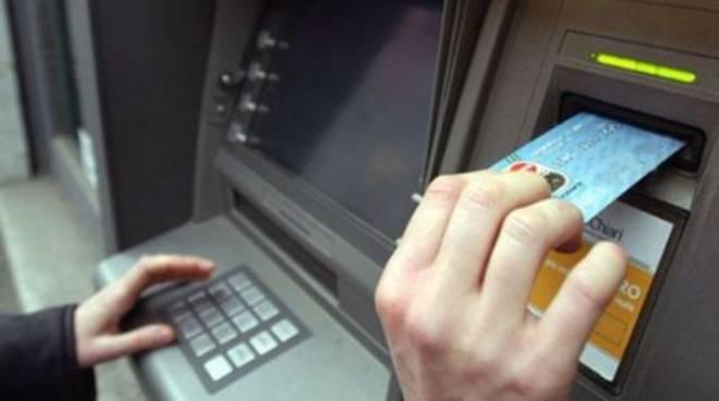Avezzano: rubava denaro da un bancomat, arrestato