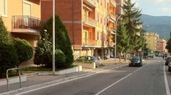 Via Strinella, donna si ritrova ladri in casa