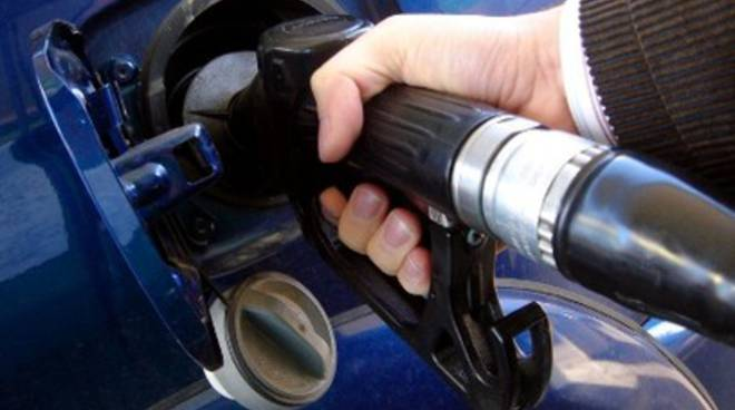 Natale, benzinai congelano agitazione