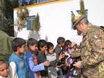 Afghanistan: gli alpini e i bambini dell'orfanotrofio di Farah