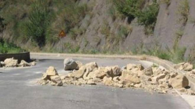 Pettorano, frana costone di roccia