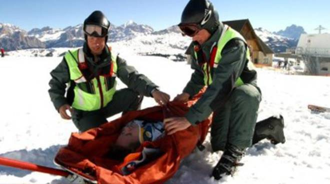 Soccorso alpino dell'Esercito sulle piste da sci di Ovindoli