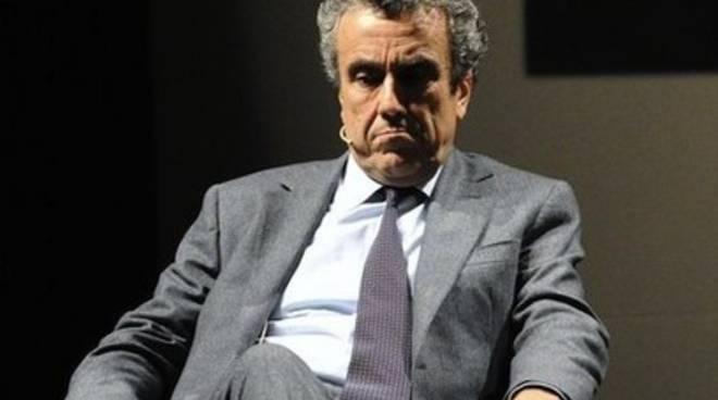 Ricostruzione, Padovani critica Barca