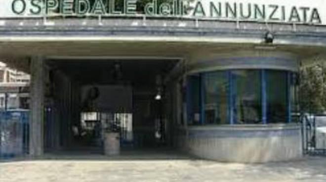 Sulmona, all'ospedale crolla un cornicione