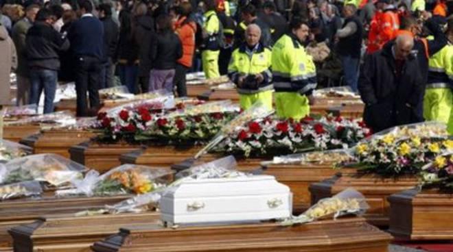 Terremoto, funerali solenni. Due nuovi indagati