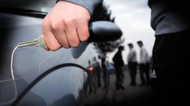 Auto: 1 italiano su 7 confessa atti vandalici