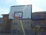 Campo da basket martoriato