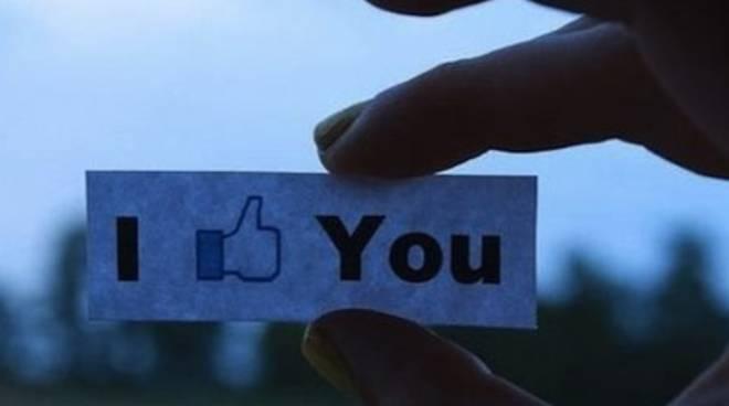 L'amore su Facebook è più romantico e solido