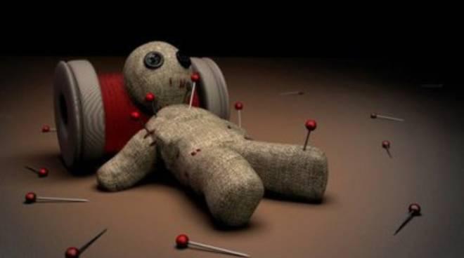 Si chiama Pino ed è la nuova bambola voodoo per l'ufficio