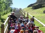Bimbi visitano il sito archeologico di Forcona