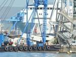 Genova, nave contro torre del porto