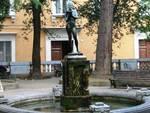 L'Aquila, piazza IX Martiri nel mirino dei vandali
