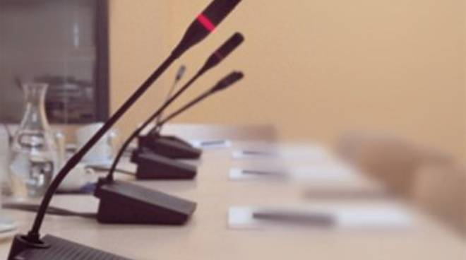 Consiglio regionale: incompatibilità, seduta rinviata