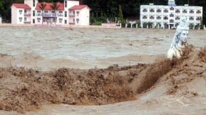 India: piogge monsoniche nel nord fanno strage