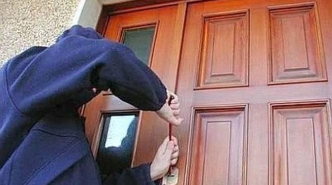 Tentò rapina in casa anziana, condannato
