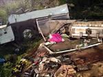 Autobus in scarpata su A16, almeno 39 morti