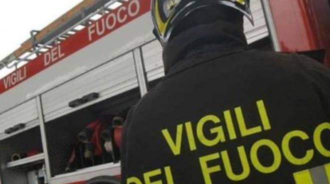 A fuoco tre pullman nella notte a Castel di Sangro