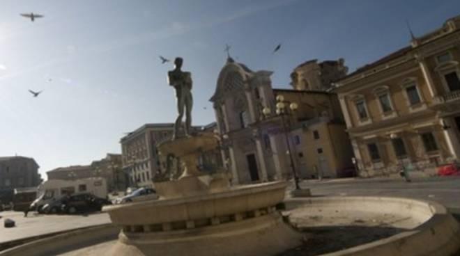 L'Aquila, sfilata a piazza Duomo