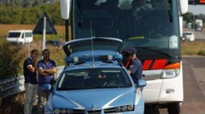 Polstrada, controlli a tappeto sugli autobus