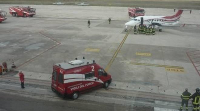 Atterraggio emergenza, ripartito aereo per Francia
