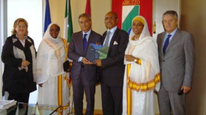 Pagano incontra il direttore dell'ospedale di Addis Abeba