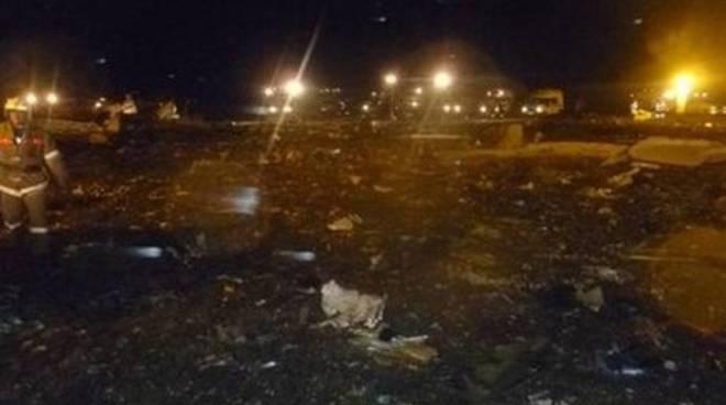 Boeing si schianta ed esplode in Russia