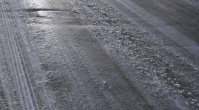 Maltempo, bus fuori strada per ghiaccio