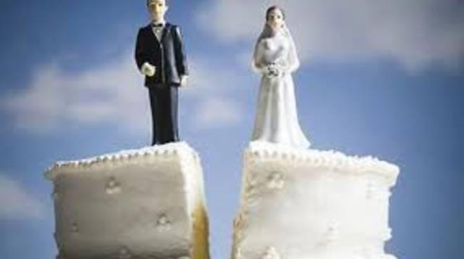 Sottraeva la corrispondenza al coniuge, condannata