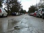 Viabilità, parcheggi selvaggi in via Cencioni