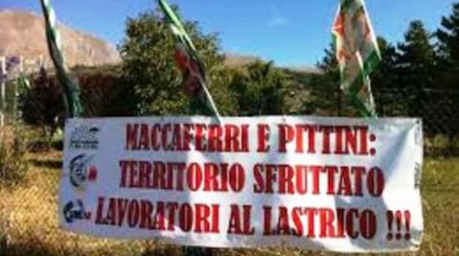 Operai Pittini «Licenziati alla Vigilia di Natale»
