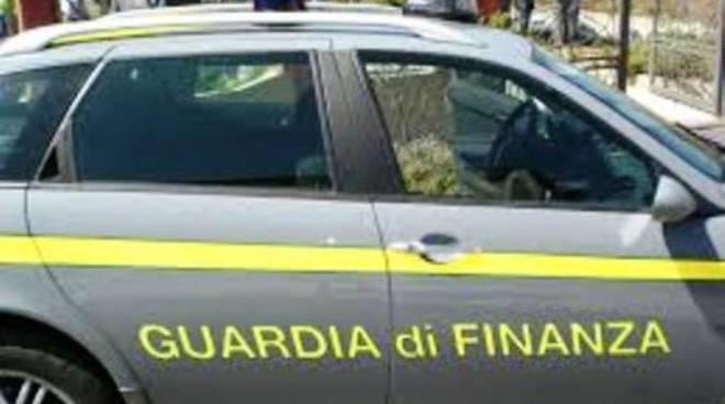 Rubano l'auto a un finanziere, arrestati