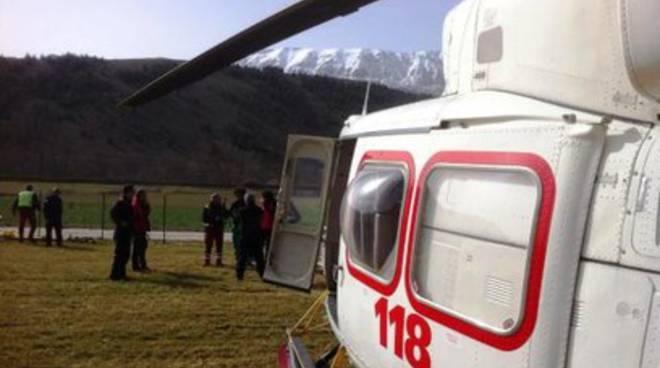 Elicotteri del Corpo nazionale soccorso alpino su L'Aquila