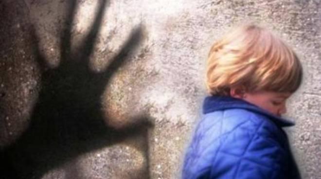 Violentò una bambina: arrestato un anziano