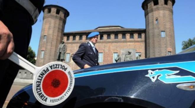 Mezzo della polizia di Sulmona si ribalta