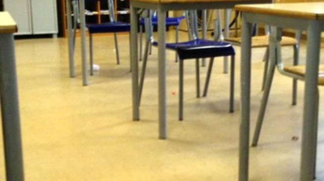 Scuola De Amicis senza pulizie